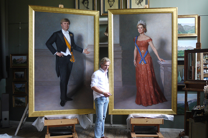 Artist Urban Larsson next to his life-size state portraits of Maxima and Willem-Alexander, which led to a much media attention.